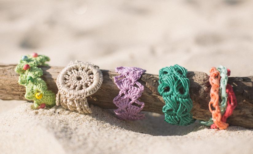 Zomerse armband haken breien met Katia - patronen voor Moederdag